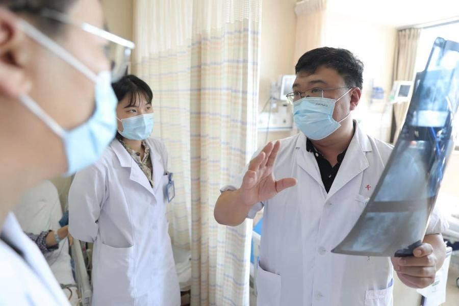 医典·山一大一附院胃肠外科|荧光+机器人 精准施术安全升级